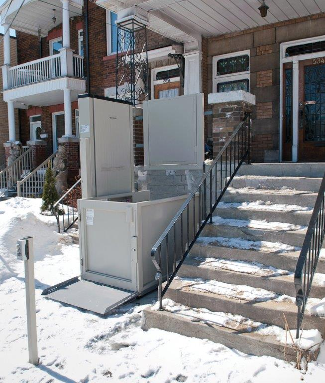 Savaria_V1504_Wheelchair_Lift. Savaria V1504 Wheelchair Lift.  Savaria_Multilift_Wheelchair_Lift_winter